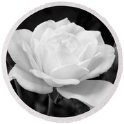 La Rosa In Black And White Round Beach Towel