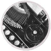 La Tecnica - The Typewriter Of Julio Round Beach Towel