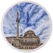 Laleli Tulip Mosque In Istanbul Round Beach Towel