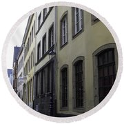 Lamp Post In Cologne Germany Alley Round Beach Towel