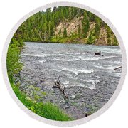 Le Hardy Rapids Of Yellowstone River In Yellowstone River In Yellowstone National Park-wyoming   Round Beach Towel