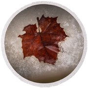 Leaf In Snow Round Beach Towel