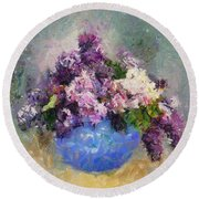 Lilac In Blue Vase Round Beach Towel