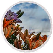 Lilys At La Fonda Round Beach Towel