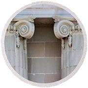 Lincoln County Courthouse Columns Round Beach Towel