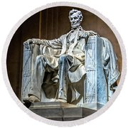 Lincoln In Memorial Round Beach Towel