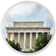 Lincoln Memorial Side View Round Beach Towel