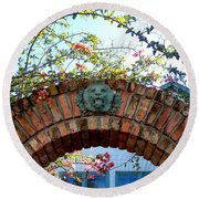 Lion Arch With Flowers Round Beach Towel