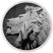 Lion Of The Art Institute Chicago B W Round Beach Towel