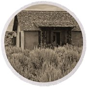 Little House In The Sage Bw Round Beach Towel