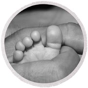 Tiny Infant Toes In Father's Big Hand Round Beach Towel