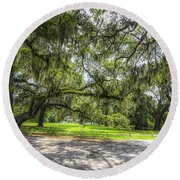 Live Oaks Dripping With Spanish Moss Round Beach Towel