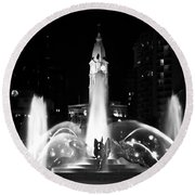 Logan Square Fountain At Night In Black And White Round Beach Towel
