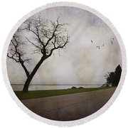 Lone Tree In Winter Round Beach Towel