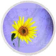 Lone Yellow Daisy Round Beach Towel