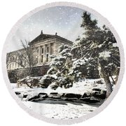 Lovely Snow On The Museum Round Beach Towel