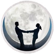 Lovers And Full Moon Round Beach Towel