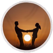 Lovers And Setting Sun Round Beach Towel