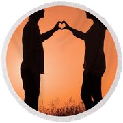 Lovers Making A Heart Shape At Sunset Round Beach Towel