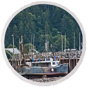 Low Tide Fishing Boat Round Beach Towel