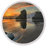 Low Tide Giants Round Beach Towel