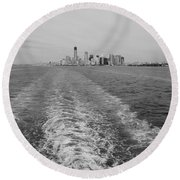 Lower New York In Black And White Round Beach Towel