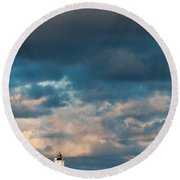 Ludington North Breakwater Lighthouse At Sunrise Round Beach Towel