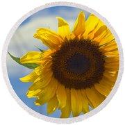 Lus Na Greine - Sunflower On Blue Sky Round Beach Towel