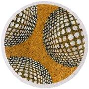 M U M 2 - Bulge Dots Round Beach Towel