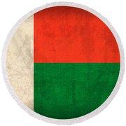 Madagascar Flag Vintage Distressed Finish Round Beach Towel