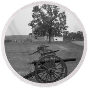Manassas Battlefield Cannon And House Round Beach Towel