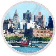 Manhattan - Tugboat Against Manhattan Skyline Round Beach Towel