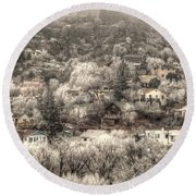 Manitou To The South In Snow Close Up Round Beach Towel