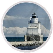 Manitowoc Breakwater Lighthouse Round Beach Towel