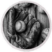 Many Baseballs In Black And White Round Beach Towel