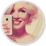 Marilyn Monroe Selfie 1 Round Beach Towel