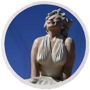 Marilyn Monroe Statue 2 Round Beach Towel