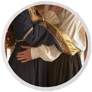 Medieval Couple Embracing Round Beach Towel