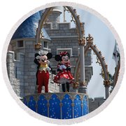 Mickey And Minnie In Living Color Round Beach Towel