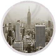 Midtown Manhattan With Empire State Building Round Beach Towel