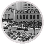Miniature La City Hall Parade Round Beach Towel