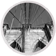 Monochromatic View Of Brooklyn Bridge Round Beach Towel