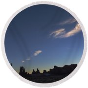 Monument Valley Dawn Round Beach Towel