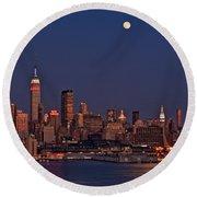 Moon Rise Over Manhattan Round Beach Towel