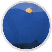 Moonset In The Morning Round Beach Towel