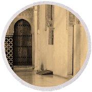 Moorish Walkway In Sepia At The Alhambra Round Beach Towel