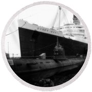 Morning Fog Russian Sub And Queen Mary 01 Bw Round Beach Towel
