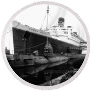 Morning Fog Russian Sub And Queen Mary 02 Bw Round Beach Towel