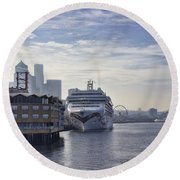 Morning In Seattle Round Beach Towel