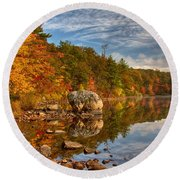 Morning Reflection Of Fall Colors Round Beach Towel